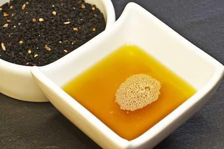 Schwarzkuemmeloel gegen Pickel